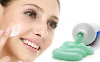 Bôi kem đánh răng lên mặt, điều gì sẽ xảy ra với làn da của bạn sau 10 phút?