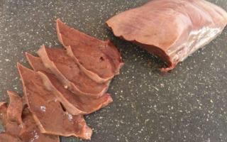 Bộ phận của lợn đặt lên đĩa thi nhau gắp, nhưng chứa cả ổ vi khuẩn