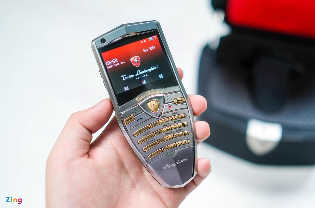 Điện thoại Lamborghini giá 50 triệu đồng - 2